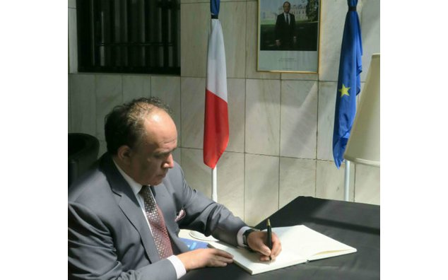 The Ambassador of Tunisia signing condolence book at the French Embassy, Islamabad on 19 July 2016.