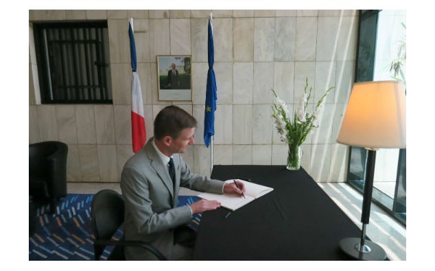 The Ambassador of USA signing the condolences book at the French Embassy Islamabad on 19 July 2016.
