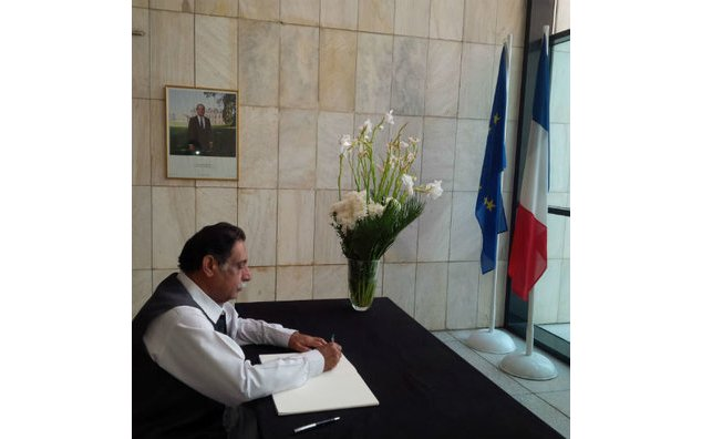 Mir Jan Muhammad Jamali, former Deputy Chairman Senate/Former Speaker Balochistan Assembly, signing the condolence book at the French Embassy