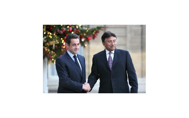 Welcome of Mr. Pervez Musharraf, President of the Islamic Republic of Pakistan, by Mr. Nicilas Sarkozy, President of the French Republic (Palais de l'Elysée, Paris). 22.01.2008