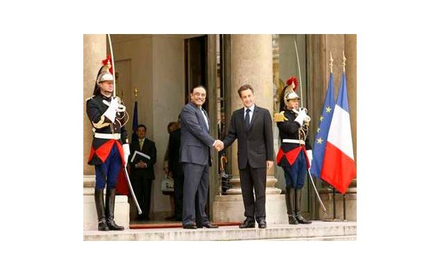 Welcome of Mr. Asif Ali Zardari, President of the Islamic Republic of Pakistan, by Mr. Nicoals Sarkozy, President of the French Republic- (perron de l'Elysée). 15.05.2009