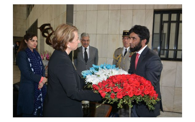 Mr. Yaqoob, in charge of a construction works company presenting flowers to Mrs. Martine Dorance, Ambassador of France to Pakistan, on 16 November 2015.