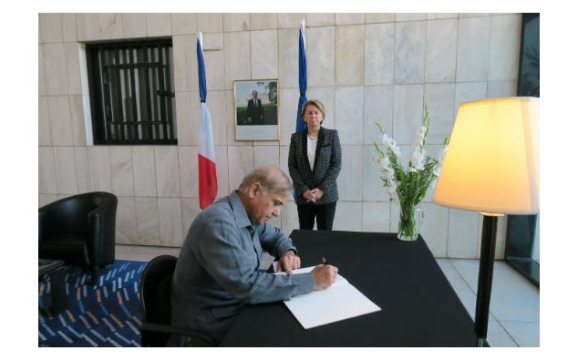 Mr. Muhammad Shahbaz Sharif, Chief Minister of Punjab, signing the condolence book at the French Embassy on 19 July 2016.