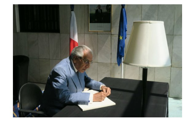 Mr. Syed Tariq Fatemi, Special Assistant to Prime Minister on Foreign Affairs, signing the condolence book at the French Embassy on 19 July 2016.