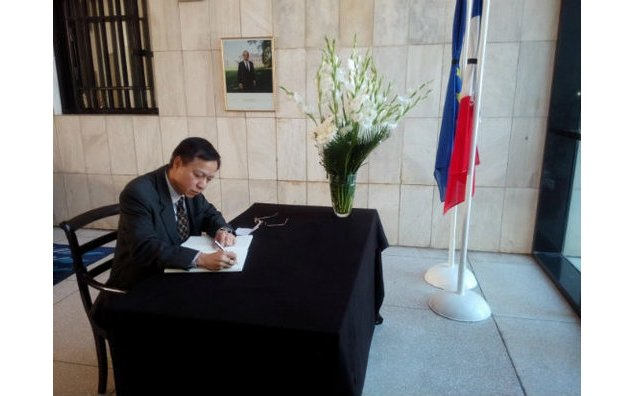 The Ambassador of Myanmar signing the condolence book at the French Embassy