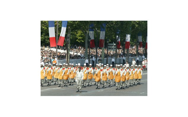 14th of July, National Day The Foreign Legion's 1st Pioneer Regiment parade on the Champs Elysees © MAEE F. de la (...)