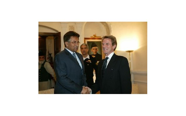 Visit to Pakistan by Mr. Bernard Kouchner, French Minister for Foreign and European Affairs: Meeting with Mr. President Pervez Musharraf, President of the Islamic Republic of Pakistan (Rawalpindi). 02.01.2008