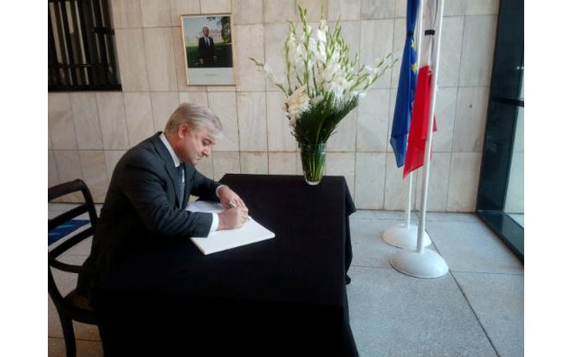 Mr. Akhtar Iqbal, CEO Aga Khan Foundation, signing the condolence book at the French Embassy