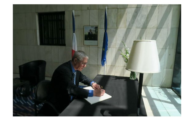 The Ambassador of Algeria to Pakistan, signing the condolence book at the French Embassy on 19 July 2016.