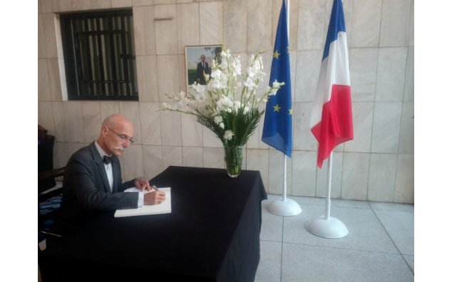 Mr. Jean-François Cautain, Ambassadeur de l'Union européenne au Pakistan, signing the condolence book at the French Embassy Islamabad
