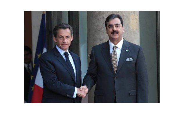 Mr. Youssouf Raza Gilani, Prime Minister of the Islamic Republic of Pakistan being welcomed by Mr. Nicoals Sarkozy, President of the French Republic- (palais de l'Elysée). . 04/05/2011