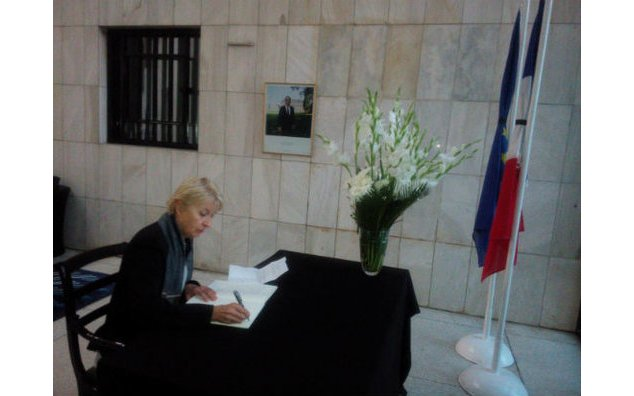 The Ambassador of Austria signing the condolence book at the French Embassy