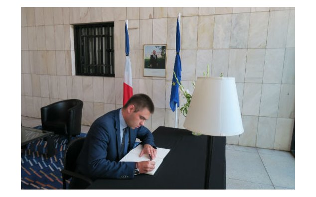 The Chargé d'Affaires of Poland signing condolences book at the French Embassy Islamabad on 20 July 2016.