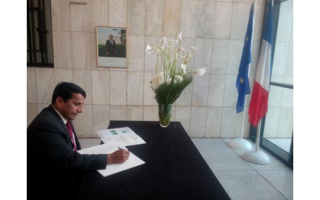 Mr. Khalid Aftab Sulehri, Director International Human Rights Observer, signing the condolence book at the French Embassy on 23 November 2015