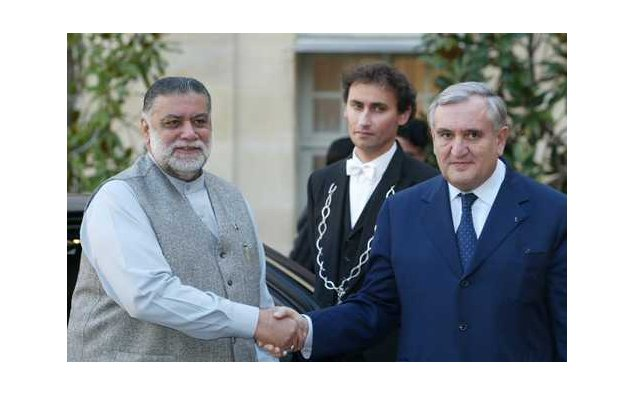 Visit to France of Mr. Mir Zafar Ullah Khan Jamali, Prime Minister of the Islamic Republic of Pakistan (8 & 9 December 2003)