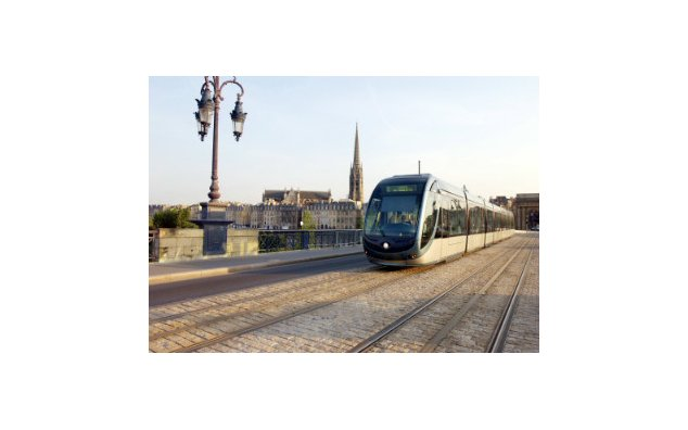 The tramway of Bordeaux, built by Alstom and in service since December 2003, over the Stone Bridge